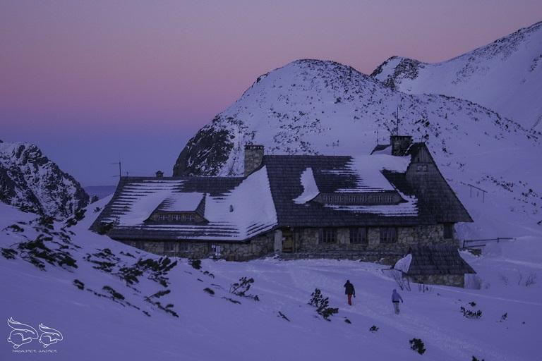 dolina pięciu stawów schronisko zimą