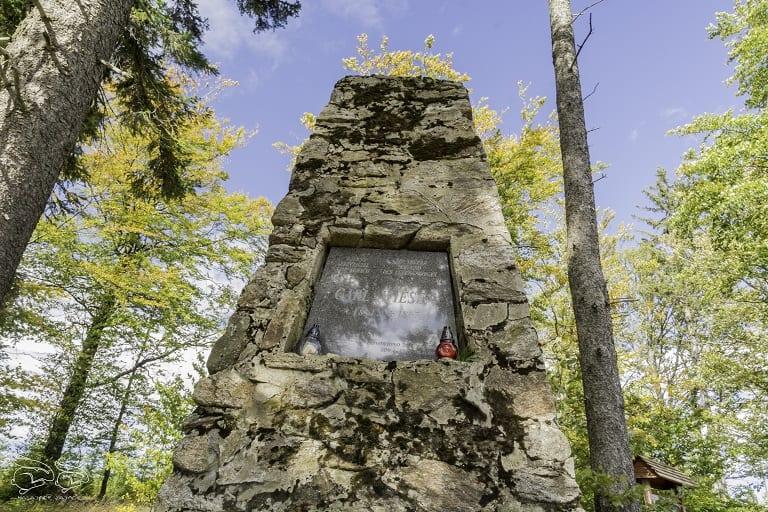 Obelisk Karla Wiesena - szlak na Wielką Sowę