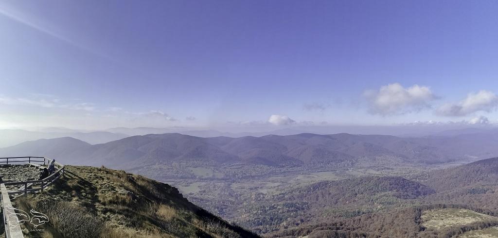 Panorama z Tarnicy - najwyższego szczytu w Bieszczadach