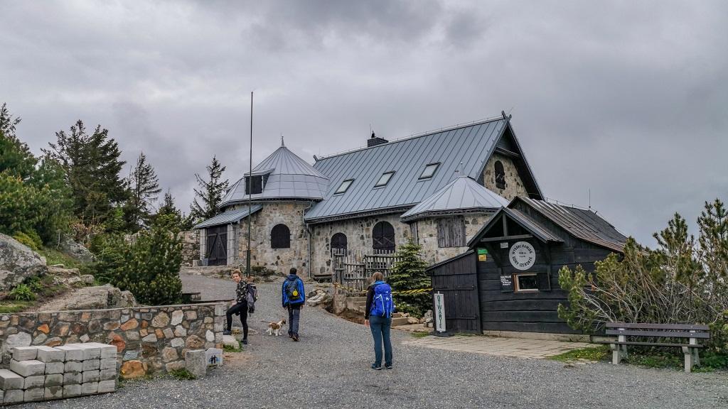 Wysoki Kamień - Schronisko w Górach Izerskich