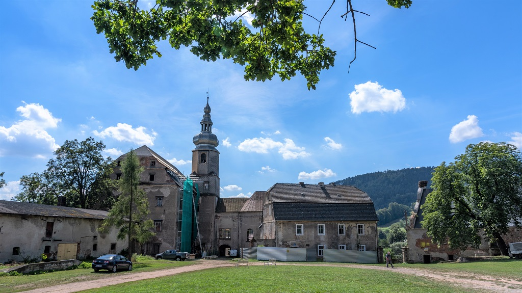 Pałac w Sarnach Kotlina Kłodzka