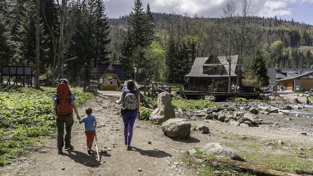 jak nosić dziecko w górach