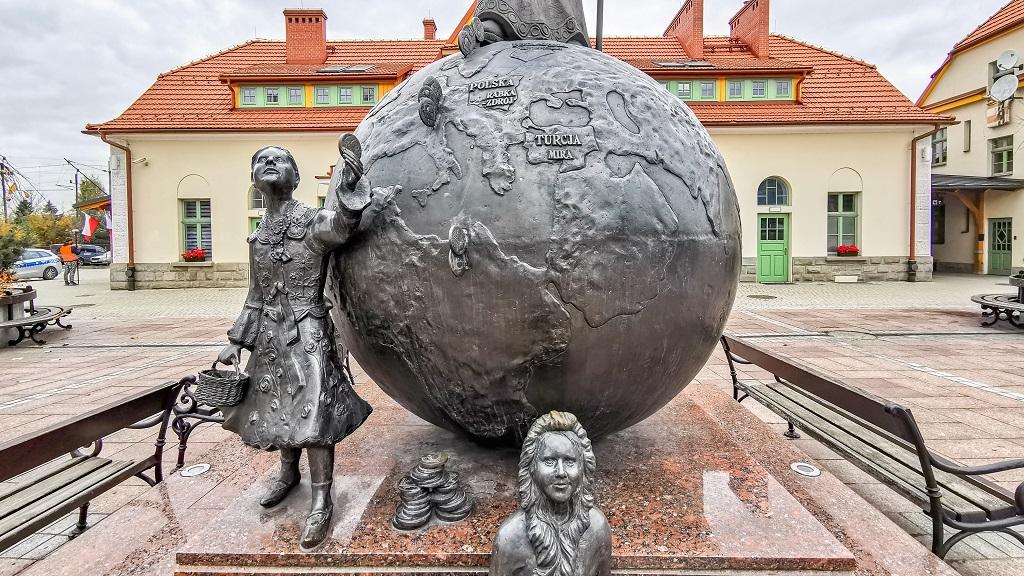 pomnik mikolaja w rabce zdroj