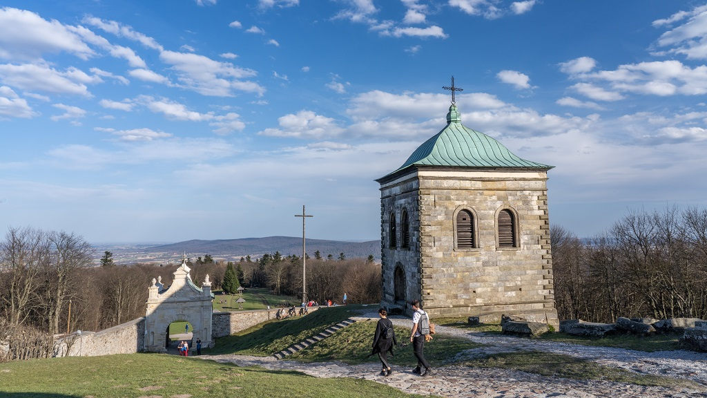 łysa góra dzwonnica i brama